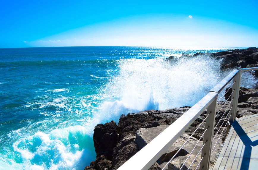 Crashing waves, Farol Design Hotel