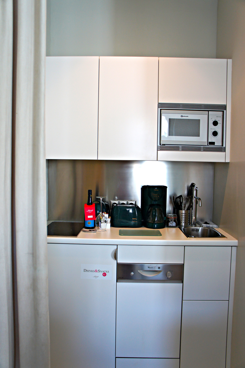 Tapping in to lux 11 the wolf will travel - Kitchenette studio ikea ...