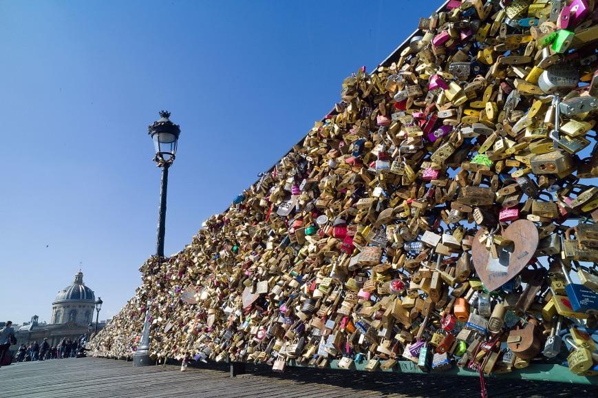 pont des arts love locks  Paris
